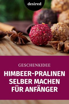 Wir zeigen Dir, wie Du Himbeer-Pralinen selber machen kannst, die mit ihrer natürlichen pinkfarbenen Fruchtschicht ein echter Hingucker sind.  #rezepte #desserts #himbeerpralinen