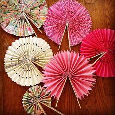 bricolage éventail papier diy - Diy and crafts interests Fun Crafts, Diy And Crafts, Crafts For Kids, Arts And Crafts, Diy Paper Crafts, Space Crafts, Summer Crafts, Bead Crafts, Easter Crafts