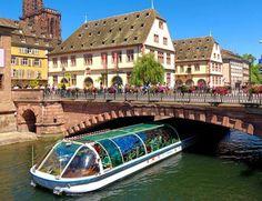 Strasbourg est un joli endroit !  Avec cet offre de Ricardo.ch vous passez à deux un nuit à l'hôtel 3 étoiles. Le prix comprend le petit-déjeuner et les billets pour une excursion en bateau sur le Rhin.  Réserve ici tes vacances: http://www.besoin-de-vacances.ch/sejour-citadin-a-strasbourg-excursion-bateau-a-135/