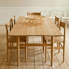 Image of: Picture of Shaker Dining Table