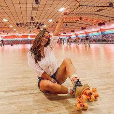 Go roller skating Roller Skating Rink, Roller Rink, Roller Disco, Roller Skating Pictures, Retro Roller Skates, Skate Photos, Skate Girl, Foto Casual, Insta Photo Ideas