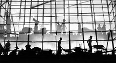 こちらは1950年代の香港を撮影した上海出身のHo Fan(ファン・ホー)(1937-)さんの写真作品です。 モノクロームの非常に郷愁漂う風景を撮影しています。ため息がでるほど美しい風景ですね。 1950年代は工業化の始まり人口が急激に増えた時期でもありました。古い建築物も多く残る港湾都市の一面と近代化が進む都市の両方が捉えられています。  72時間で自分を変える旅 香港