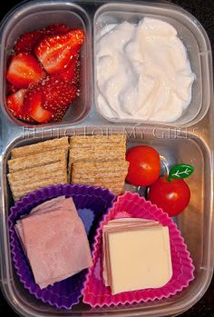 Yummy Lunch Ideas - Yummy Lunch Box Gallery - Easy Lunch Boxes, Bento Lunches for Katie & I for our Yellow springs trips Whats For Lunch, Lunch To Go, Lunch Time, Lunch Snacks, Work Lunches, Diy School Lunches, Kid Snacks, Baby Food Recipes, Snack Recipes