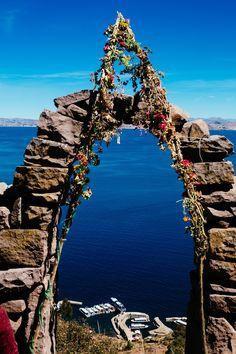 Lago Titicaca - Peru, America do Sul Lago Titicaca Peru, Lake Titicaca, Bolivia, Oh The Places You'll Go, Places To Travel, Places To Visit, Machu Picchu, Travel Around The World, Around The Worlds