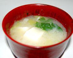 にんにくを使って風邪に効果のある、簡単に作れる味噌汁レシピ。