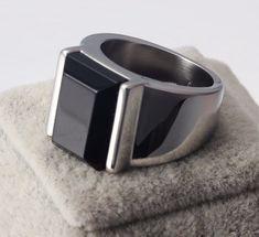 Resultado de imagem para anéis masculinos preto