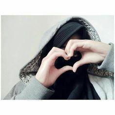 Aku tak tau pada siapa hatimu nanti akan berlabuh tapi disini aku tidak menunggumu aku membiarkanmu terus berlayar hingga allah mengizinkan mu untuk bertepi ntah itu padaku atau pada yang lain. . . . . . . . . . #instagram#lfl#like4like#muslimahcantik#muslimahindonesia#like4follow#keren#urgtasik#fff#sholehah#jannah#stylehijab#istiqomahtanpabatas#hijrah#muslimahid#hijabkece#ukhti#islam#fisabilillah#lestgotojannah#muslimahkece#wanitasholehah#hijabers Hijab Dp, Hijab Niqab, Hijabi Girl, Girl Hijab, Beautiful Muslim Women, Beautiful Hijab, Stylish Dpz, Stylish Girl, Girl Photo Poses