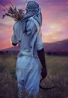 اعشق الامان الذي تشعرني به كوفيتك و القمح Jihad Fisabilillah, T Shirt Tutorial, Arabian Women, Muslim Men, Islamic Paintings, Arab Men, Cultural Identity, The Beautiful Country, Gwyneth Paltrow