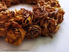 jesienny wianek z liści klonu - prosty, tani a efektowny | autumn leaf wreath Dom, Chocolate, Chocolates, Brown