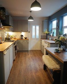 We have had the best week in London getting married and we have been so busy we haven't had a chance to take any new photos so I am going to show you a before and after of our kitchen transformation. Have a good weekend x. . . . . . #kitchen #kitchendesign #kitcheninspo #kitchendecor #beforeandafter #victorianhouse #victorianterrace #ekbbhome #renovation #originalfeatures #homedecor #interiordesign #interiordecor #interiorinspo #myhyggehome #fafffriday #myhomevibe #myhome2inspire…