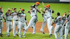 Nederland wereldkampioen honkbal 2011. Wauw! Mijn broer lacht heel hard waar hij ook is :)