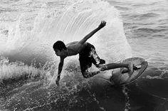 El skimboard es un deporte que consiste en lanzar una tabla pequeña, fina y ligera sobre la orilla del mar y coger impulso para saltar sobre ella y deslizarse, aunque también se pueden realizar maniobras de surf sobre olas pequeñas. #skimboard #surf #deprote #extremo #xports.es