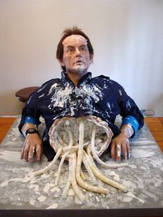 Orlando, Florida-based artist Neil Goldsmith has created an awesome life-sized silicone model of actor Lance Henriksen as a mangled version of Bishop from Aliens, the classic 1986 sci-fi action hor...