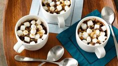 Mug Brownie These ooey-gooey s'mores-topped brownies are a great dessert to satisfy a quick after-dinner chocolate craving.These ooey-gooey s'mores-topped brownies are a great dessert to satisfy a quick after-dinner chocolate craving. Mini Desserts, Easy Desserts, Dessert Recipes, Single Serving Desserts, Delicious Cake Recipes, Yummy Food, Fun Food, Yummy Cakes, Tasty