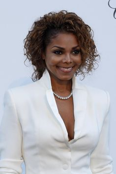 photo-singer-janet-jackson-arrives-amfars-cinema-against-aids-2013-event-antibes-during-66th-cannes.jpg (740×1112)