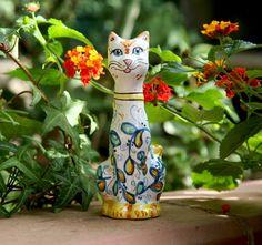 Aristogatto in ceramica di Caltagirone. di ArtCeramicJewelry  #cats, #animals, #Caltagirone, #ceramics, #collectible, #gatti, #aristogatto, #Disney #artceramicjewelry, #acj, #art