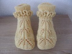 VK is the largest European social network with more than 100 million active users. Knitted Booties, Knitted Slippers, Hand Knitted Sweaters, Knit Mittens, Knitting Socks, Hand Knitting, Crochet Socks Pattern, Easy Knitting Patterns, Crochet Baby Shoes