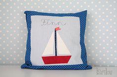 Namenskissen Segelschiff blau weiß rot maritim ... von larilou kids auf DaWanda.com