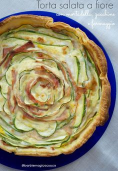 torta salata a fiore con mortadella e zucchine