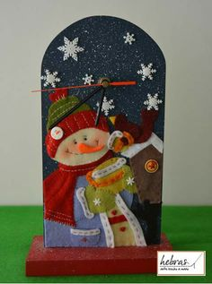 Reloj navideño Christmas Patchwork, Felt Christmas, All Things Christmas, Christmas Time, Christmas Crafts, Xmas, Christmas Ornaments, Fabric Ornaments, Felt Ornaments