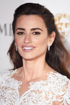 In London to host the BAFTA Lancôme Nominee Party, Zoolander 2 actress Penélope Cruz talks sushi, supplements and SPF with Vogue beauty director Nicola Moulton Penelope Cruze, Vogue Beauty, Spanish Actress, Star Wars, Hottest Female Celebrities, Celebs, Teresa Palmer, Mary Elizabeth, Jessica Chastain