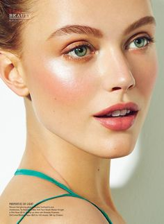 Summer beauty inspo: luminous skin, peachy cheeks, strong upswept brows, light shadow and pink lip colour