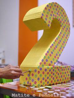 Tra pochi giorni mia figlia compirà 2 anni e per la sua festa di compleanno sto pensando a molte decorazioni: oggi voglio mostrarvene una c...