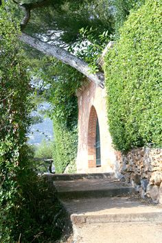 Roquebrune Provence, France, Country Charm, Washington Dc, Rustic, Spaces, Plants, Travel, Town Hall