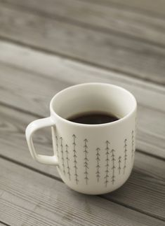 I want to DIY this with a sharpie and a cup! Coffee Love, Coffee Cups, Coffee Break, Brown Coffee, Coffee Coffee, Coffee Shop, Crackpot Café, Diy Becher, Pebeo Porcelaine 150