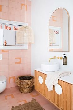Look at this bathroom from Three Bird Renovations. The tile, the mirror, the light fixture? birds renovations Design Trends: 9 Ways Arches are Taking Over Interior Design - Paper and Stitch Bad Inspiration, Decoration Inspiration, Bathroom Inspiration, Interior Inspiration, Decor Ideas, Decorating Ideas, Decor Diy, Interior Ideas, Interior Decorating