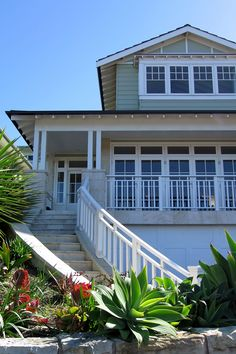 LONGREEF BEACH HOUSE « Studio Haptic Beach Cottage Exterior, Beach Cottage Style, Weatherboard House, Building Exterior, Exterior Houses, Dream Beach Houses, Facade House, House Exteriors, Hamptons House