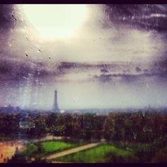 Rêves? #paris #france #francia #eiffel #toureiffel #ciel #cielo #sky #nubes #nuages #clouds by ADPrietoPYC, via Flickr