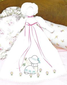 Jack Dempsey Sunbonnet Sue Pillowcase Doll Stamped for Embroidery Sunbonnet Sue, Cross Stitch Embroidery, Quilt Blocks, Needlework, Disney Characters, Fictional Characters, Stamp, Quilts, Dolls