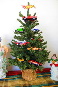 Spare a tree and celebrate with this speedy sculpture of stacked Hot Wheels cars. All you need is glue, Hot Wheels and holiday cheer.