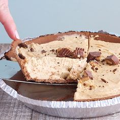 This NO BAKE peanut butter pie is SO easy to make and even more delicious! Perfe… This NO BAKE peanut butter pie is SO easy to make and even more delicious! Perfect for any crowd. Peanut Butter No Bake, Peanut Butter Desserts, No Bake Desserts, Easy Desserts, Delicious Desserts, Dessert Recipes, Chocolate Graham Cracker Crust, Graham Crackers, No Bake Pies
