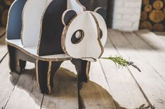 Funny Paper Panda boekenkast van karton € 99,95