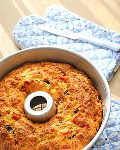 Θα γίνει κομμάτια για Party σας!!!  Υλικά 2 3/4 κούπας αλεύρι 1 baking powder (20 γρ.) 4 αβγά 1 κεσεδάκι στραγγιστό γιαούρτι 3/4 κούπας ηλ...