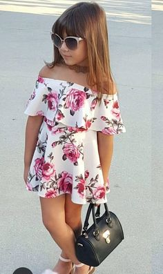 For parents, seeing their children look cool by wearing formal clothes is certainly very satisfying. Baby Girl Fashion, Toddler Fashion, Toddler Outfits, Kids Outfits, Kids Fashion, Fashion Outfits, Baby Dress Patterns, Dresses Kids Girl, Applique Dress