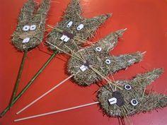 Figurka ze sena Kids Crafts, Art For Kids, Art Projects, Clock, Christmas Ornaments, Holiday Decor, Ms, Handmade, Spring