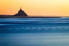 Couché de soleil sur le Mont Saint-Michel, région de Normandie