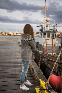 Your guide to the knitting culture in Iceland! Knitting is a popular activity in Iceland and has been since the Middle Ages for good reason. Learn more! Sweaters And Jeans, Wool Sweaters, Icelandic Sweaters, Nordic Sweater, Jeans And Converse, Popular Outfits, Student Fashion, Looks Chic, Fair Isle Knitting