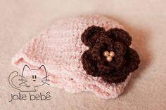 Gorro feito em lã, com detalhes em pérola. podendo ser feito em vários tamanhos. R$ 45,00