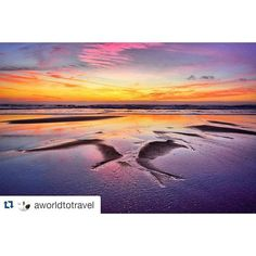 Impresionante este #atardecer  fotografiado por @aworldtotravel  en la playa do Vilar #Galicia #SienteGalicia #GaliciaMola #GaliciaCalidade #GaliciaMáxica #estaes_galicia #loves_galicia #galigrafias