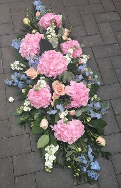 Chelmsford Florist: Sympathy Bouquets, Sprays, Crosses, Coffin Sprays and Wreaths Casket Flowers, Grave Flowers, Cemetery Flowers, Funeral Flowers, Tall Flower Arrangements, Funeral Floral Arrangements, Funeral Sprays, Cemetery Decorations, Casket Sprays