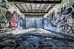 Back against the wall. This shot fills me with #lust #urbex #hdr #streetart #AbandonedPlaces https://twitter.com/bobbernier