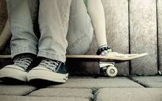 How to Look Cool and Casual Like A Real Skater Girl Skateboard Pictures, Skateboard Girl, Thrasher, Girls Sneakers, Air Max Sneakers, Skate Girl, Girl Posters, Cool Skateboards, Hipster