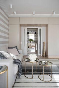 Lágy színek és csíkok - 59m2-es lakás új dekorációja krém árnyalatokkal, tapétával, minőségi felületekkel