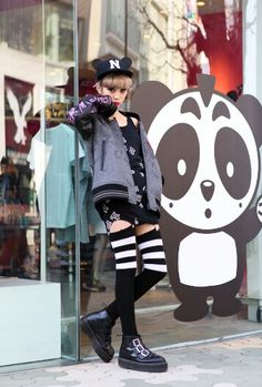 "Edgy and adorable! Teens favor ""fast fashion"" stores like Forever 21.. eso es lo de ahora :P"