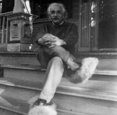 愛因斯坦與他的絨毛拖鞋