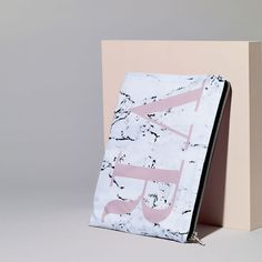 Are you interested in our Marble print monogram clutch bag? With our marbled laptop case you need look no further. Marble Print, Pink Tone, Meaningful Gifts, Dusty Pink, Creative Business, Monochrome, Personalized Gifts, Initials, Unique Gifts